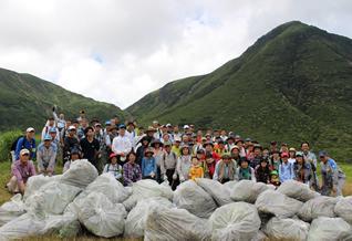 環境省・九重の自然を守る会及び地域の皆さまと外来種駆除活動に参加